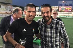 Miguel Angel Caro, el entrenador utrerano del Real Betis Balompié, junto al Delegado de Deportes, Antonio Villalba que estuvo entregado trofeos