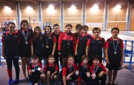 Jovenes Nadadores en el circuito provincial