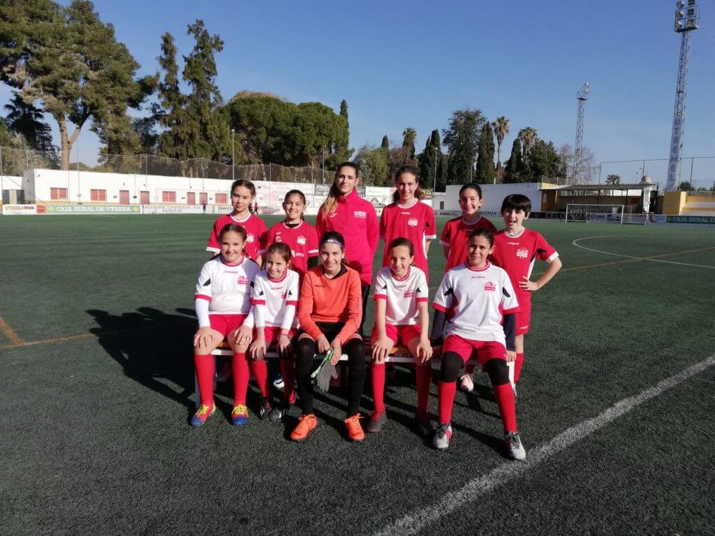 Equipo femenino de la Escuela de fútbol que por primera vez disputará la Copa Covap